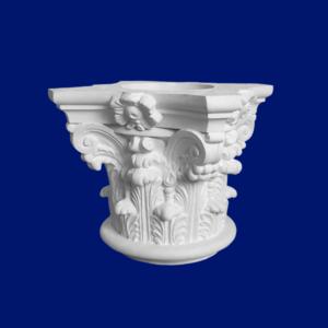 Capitel de columna en escayola con motivos florales y decoración